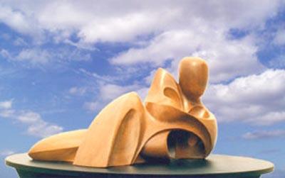 Sculpture Insouciance en bois d' Orme patiné aux pigments naturels
