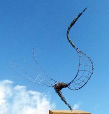 Sculpture Grillage Oiseau de Paradis en Acier peint