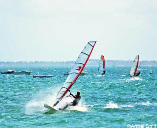 Joel Strill sculpteur windsurfeur à Vannes en Bretagne sud